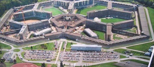 Fleury-Merogis France  City new picture : ... Fleury Mérogis pour animer la messe et rencontrer les détenus. L
