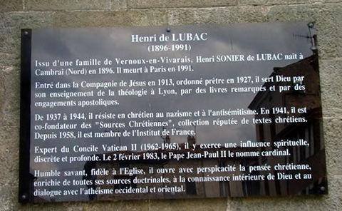 Plaque sur le Cardinal de Lubac