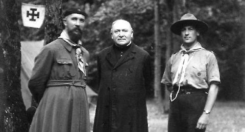 Le Père Jacques Sevin à gauche, et le Chanoine Cornette