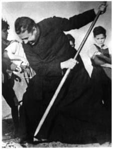 Mort d'Alberto Hurtado jésuite chilien.